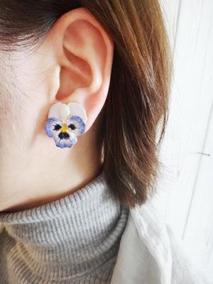 viola pale blue.JPG